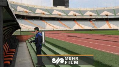 تصویر ضد عفونی کردن استادیوم فوتبال ورزشگاه آزادی
