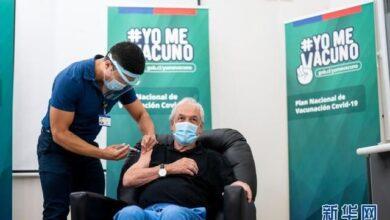 تصویر تزریق واکسن کرونا ساخت چین به رئیس جمهوری شیلی