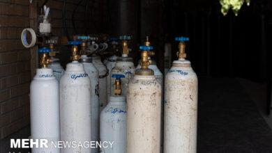 تصویر ۱۴۰ کپسول اکسیژن برای بیماران کرونایی خراسان شمالی تهیه شد